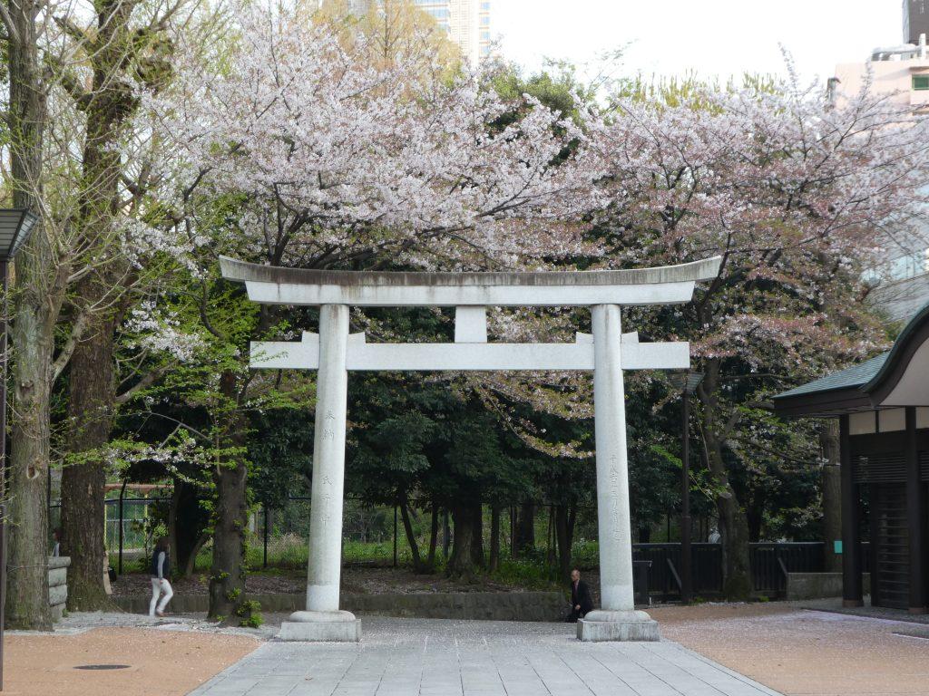 東京都新宿区西新宿の『十二社熊野神社』で御朱印をいただきました。