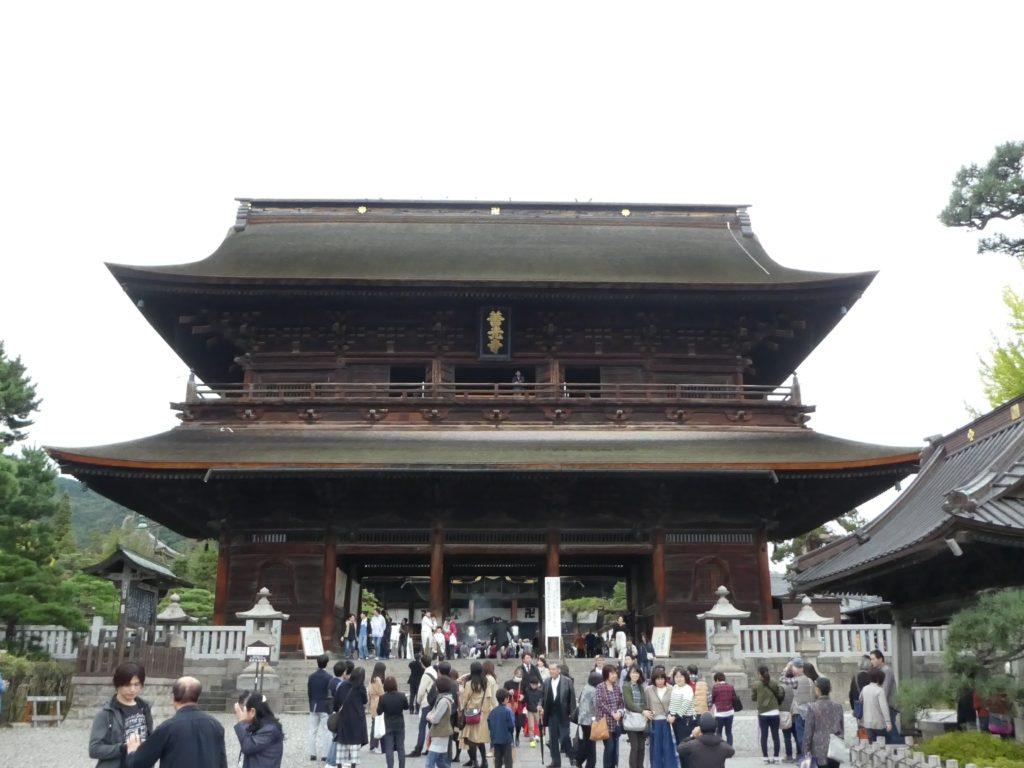 長野県長野市長野元善町の『善光寺』で9月・10月限定と「経蔵」修復竣工記念限定の御朱印をいただきました。